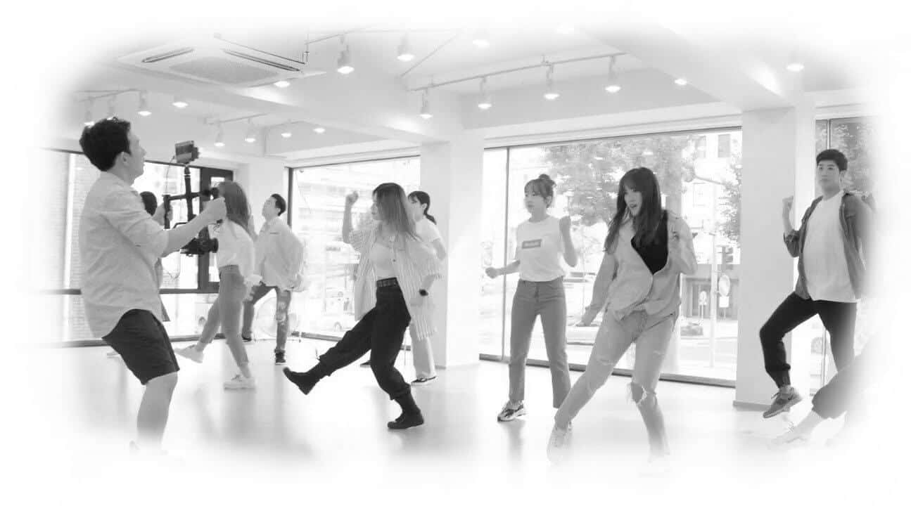 Darby's dancers column image for studio memberships link